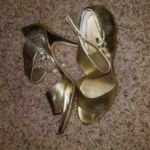 Nine West. Gold heels